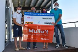 El Club Nàutic l'Escala i Jotun Olympia Grup entreguen 1.000 euros a la campanya Mulla't per l'Esclerosi Múltiple